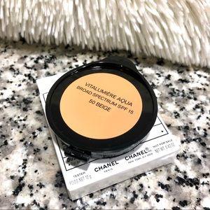 Chanel Vitalumiere Aqua Cream Contact Makeup 50